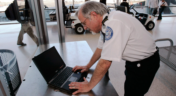 laptop search onpage - New Proposal: U.S. Customs Agents Want To Stalk Foreign Tourists On Social Media For Security