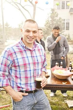 marine-recreates-tun-tavern-beer-1775-capt-brian-magee