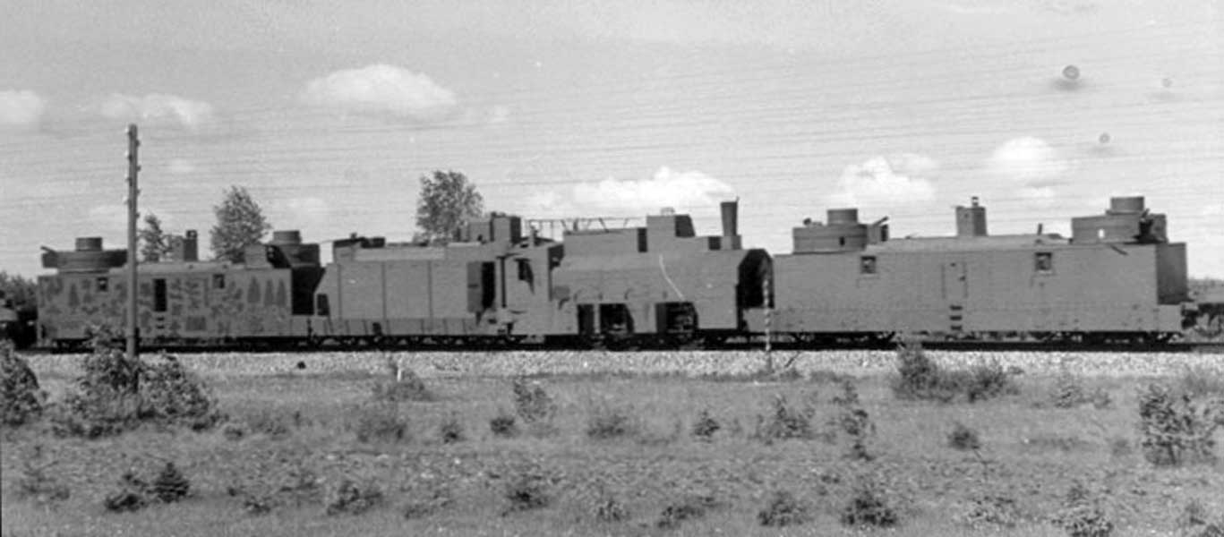 Russia Is Bringing Back Armored Trains…But Why?! Featured