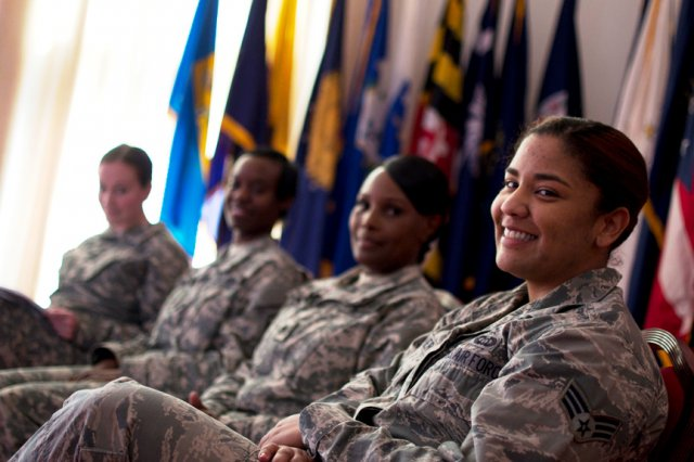 women military - Lawmakers reject plan to require women to register for military draft